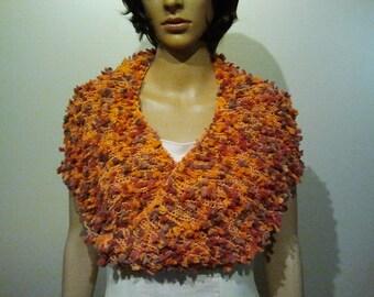 Knitted Möbiusschal in shades of Orange