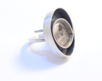 Black silver ring. Statement ring. Resin and Silver ring. Unique ring. Modern ring. Contemporary jewelry. Designer jewellery. art jewelry.