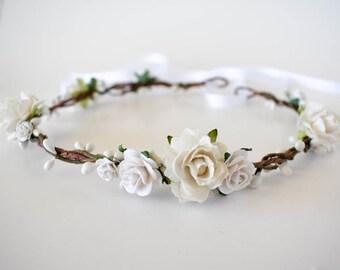 White floral crown. White bridal crown. Rustic flower crown. Wedding headpiece. Bridal flower crown. Bridal hair wreath. Bridesmaids circlet