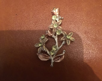 Vintage pretty floral brooch