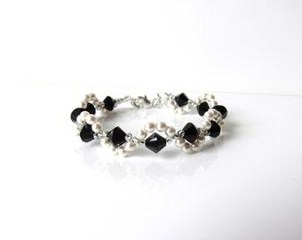 Kids Bracelet, Black & White Bracelet, WHITE or IVORY Pearl, Kids Jewelry, Gift for Tween Girl, Childs Beaded Jewelry, Adjustable Bracelet