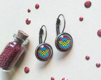39) Earrings Wonderwoman