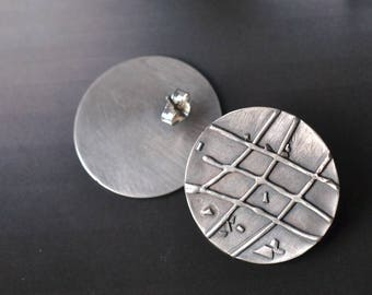 Unikat silver disc post earrings  grid