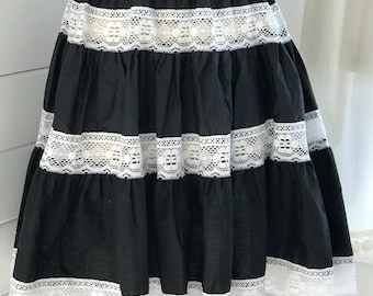 1960s Black and White Lace Patio Skirt / Black and White Circle Skirt / Vintage Ruffled Skirt / 1960s Square Dance Skirt / Vintage skirt