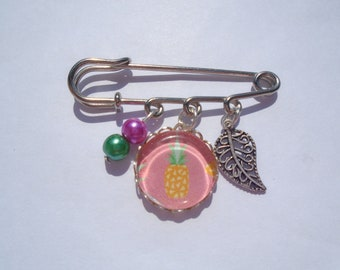 Cabochon pineapple brooch