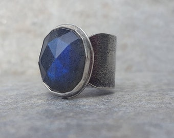 Blue flash labradorite ring