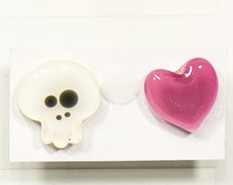 Skull studs white and pink