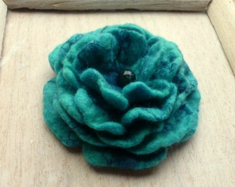 felt brooch color is turquoise