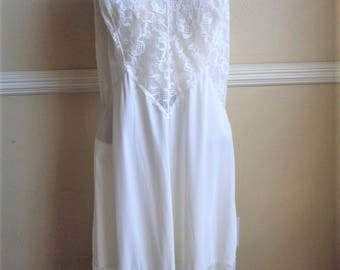 Vintage Slip with Beautiful Lace Trim Size 38 Off White 1980s