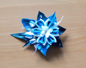 "Box clip kanzashi ""Amelie"" flower and foliage in shades of blue and white"