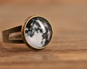 Petit anneau de pleine lune, bague réglable, bague, anneau laiton antique, un anneau en forme de dôme de verre, bague en bronze antique, bijoux cadeau, peu de magie