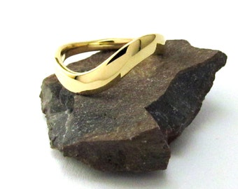 14K Gold Ring, Solid Yellow Gold, Simple 'S' Curve.
