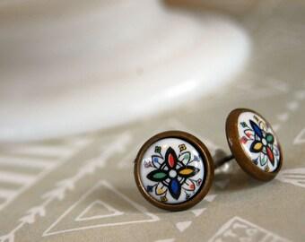 Kaleidoscope style vintage framed post earrings -aged brass