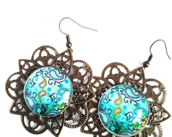 Print earrings with cabochon