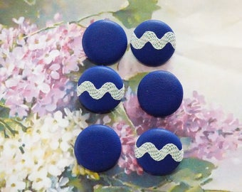 6 buttons of 22 cm covered with a Navy Blue lamb leather