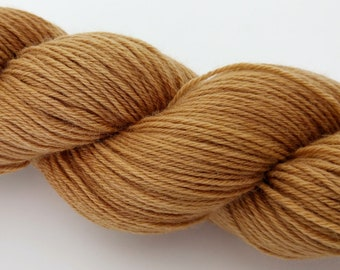 Natural plant dyed Polwarth sock yarn. Dyed with Yorkshire tea. Spun + superwash treated in the UK. 85:15 Polwarth/nylon