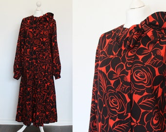 Vintage bold floral black and orange dress //