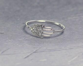 Silver hamsa ring, sterling silver ring, hamsa hand ring, delicate ring, filigree hamsa, hand of Fatima ring, tiny hamsa hand, evil eye