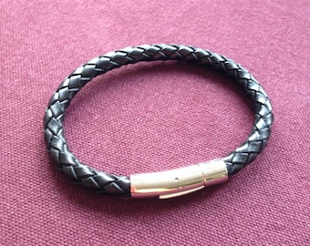 Men black braided leather and stainless steel clasp bracelet