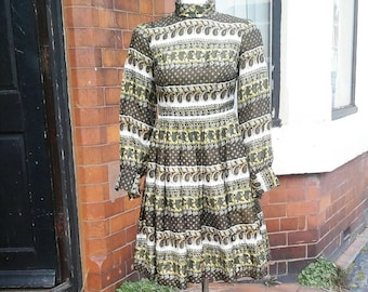 Beautiful 1960s green yellow and cream paisley silk printed day dress with sleeves very mad men era