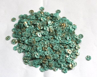100 Green Round Sequins /3D  Texture/Golden spray effect on Green/ KRS649