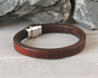 Leather mens bracelet Brown with magnetic clasp