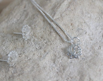 Pendant with small lotus flower and silver chain