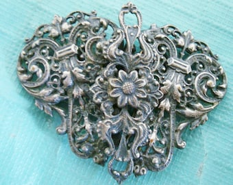 VICTORIAN BELT BUCKLE,   lovely art nuveau motif, About 2 inch wide x 1  1/2 inch tall,