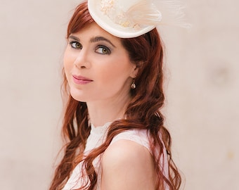 Bridal mini top hat satin lace feathers cream steampunk wedding hat