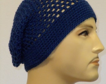 Crocheted Beanie in Tintenblau pure wool