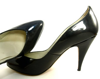 1960's Vintage PAPPAGALLO Black Patent Leather Stilettos 6 M Made in Spain