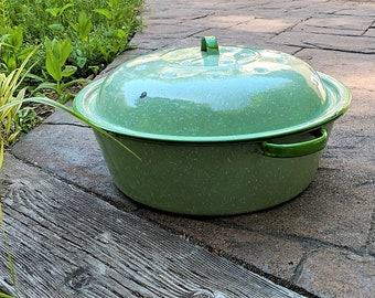 Green and White Spatterware Graniteware Vintage Kitchen Pan With Lid Solid Green Rims and Handles