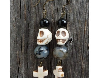 Halloween-Earrings, Dangling Earrings with Skull,Gothic Skull-Earrings made of Gemstones, OOAK, Helloween Jewelry