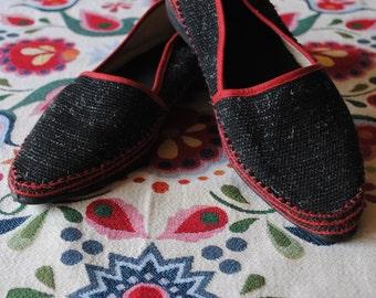 Zapatos negro y rojo lona 1950
