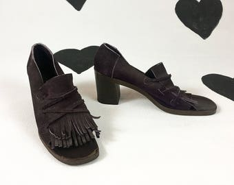1970's purple fringe suede sandals 70's hippie love child kiltie high heeled moccasin fringed open toe pumps / made in Italy / 9 1/2 N 9.5