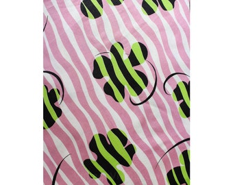 "60s Daisy Fabric - Mod 1960s Lavender Green & Black Cotton Yardage - Nearly 3 Yards x 34.5"" Wide - Hippie Daisies - Light Purple - 46687"