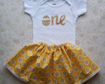 Baby girl first Easter birthday outfit,1st birthday,Easter,Daisy,Flower,Gold,Onesie,Yellow Skirt,Cake smash,Floral,Photo prop,Egg hunt