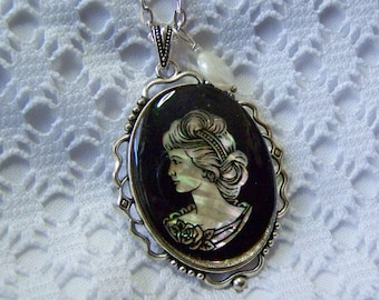 Mother of Pearl Cameo Necklace, Vintage Woman Cameo Pendant, Silver MOP Pendant, Vintage Cameo Mother of Pearl Onyx & Glass Pendant