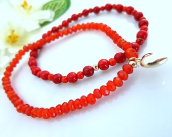 Carnelian and coral double heart gold bracelet, carnelian orange stretch double beach bracelet, hippie orange Thanksgiving stretch bracelet