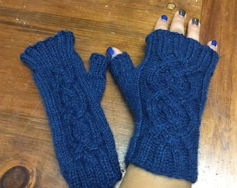 Women's cabled fingerless mitts