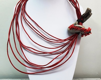 Elegant driftwood ornament necklace - red