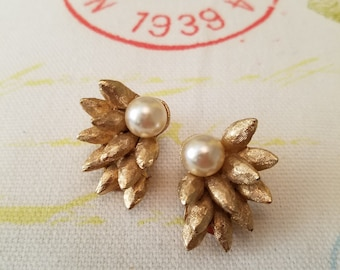 Vintage Gold and Pearl Clip on Earrings