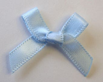 25 x 7mm Satin ribbon bow: sky blue - 02361