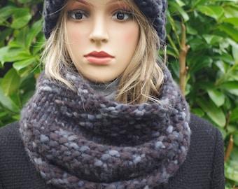 GrauerLoopschal and cap made of virgin wool