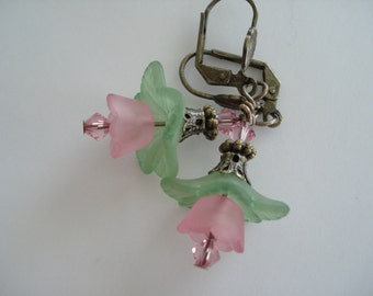 Pink Lucite Earrings, Vintage Style,  Flower Earrings, Nature, Garden Weddings