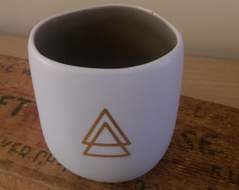 Tealight holder with golden triangle decal