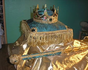 Crown and pillow GREEN
