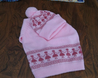 girls jumper and hat with pretty motifs.