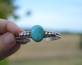 vintage southwestern style sterling silver turquoise pebble cuff bracelet - Navajo