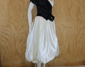 Vintage 1980's MB Black / White Satin Puff Sleeve Balloon Skirt Formal Gown Prom Dress Small Medium S / M